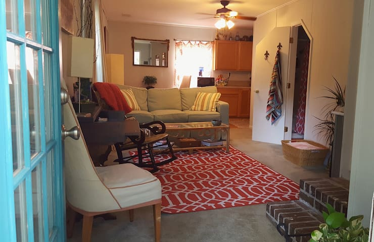 James Island Apt. Rental- 10 min to downtown