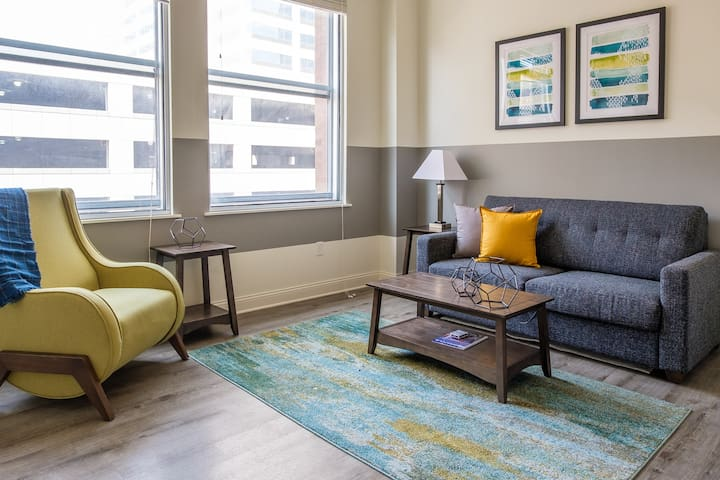 Comfortable 1BR Apt | Steps to Downtown