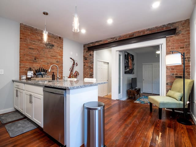 Beautiful Rooftop Condo, Heart of Downtown OTR #6