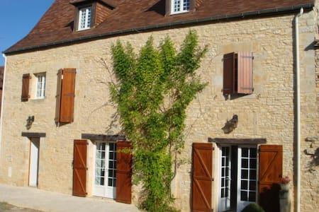 APPARTEMENT DANS MAISON DE CAMPAGNE - Saint-Martial-de-Nabirat