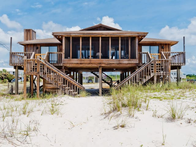 Driftwood Inn by Harris Properties