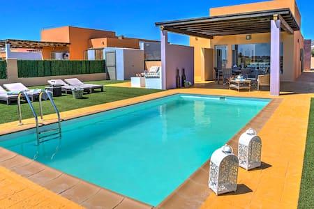 Hermosa Villa Josefina, - Antigua