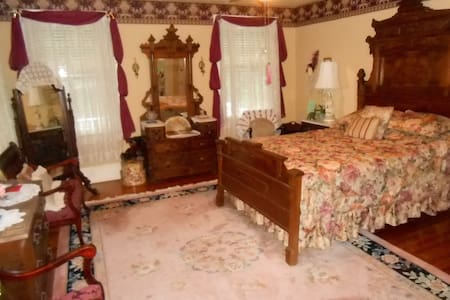 The Rose Room at the Magnolia Inn - Mount Dora - Bed & Breakfast