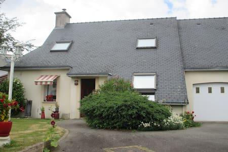 Le  calme  du  village 35 euros  la  nuit - Inzinzac-Lochrist - House