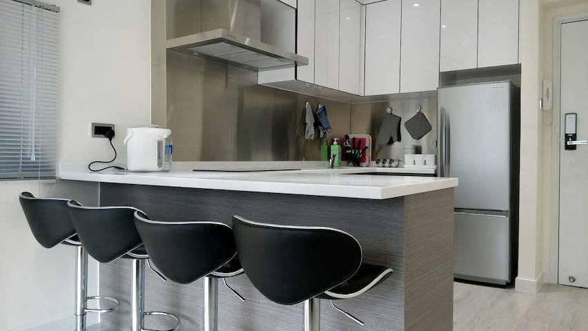 New & modern reno. one BR unit with open kitchen - Hongkong - Wohnung