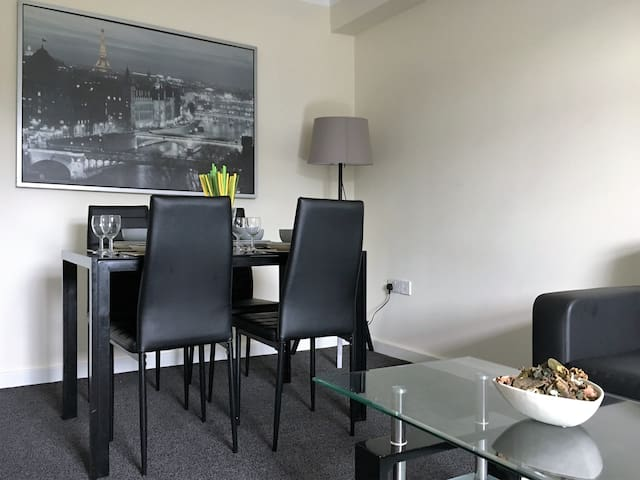 One Double Bedroom Apartment - Plus Sofa - Huddersfield - Byt