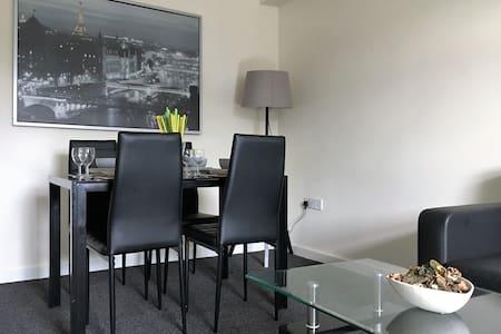 One Double Bedroom Apartment - Plus Sofa - Appartement