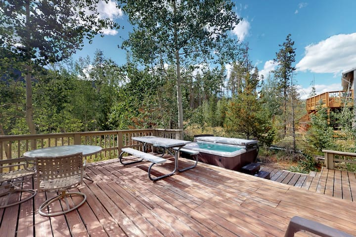 Dog friendly, family home w/ private hot tub, furnished deck, & gas fireplace
