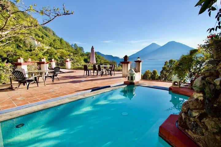 Villa overlooking lake Atitlán - Villa Mango