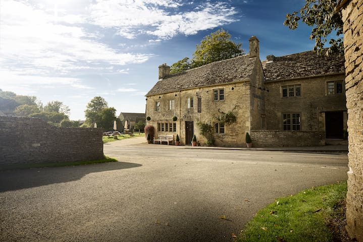 Masons Arms - Cotswolds Pub - Meysey Hampton - Bed & Breakfast
