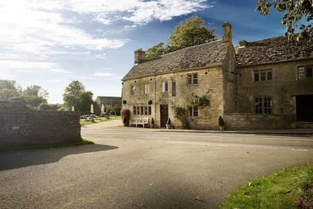 Masons Arms - Cotswolds Pub - Meysey Hampton