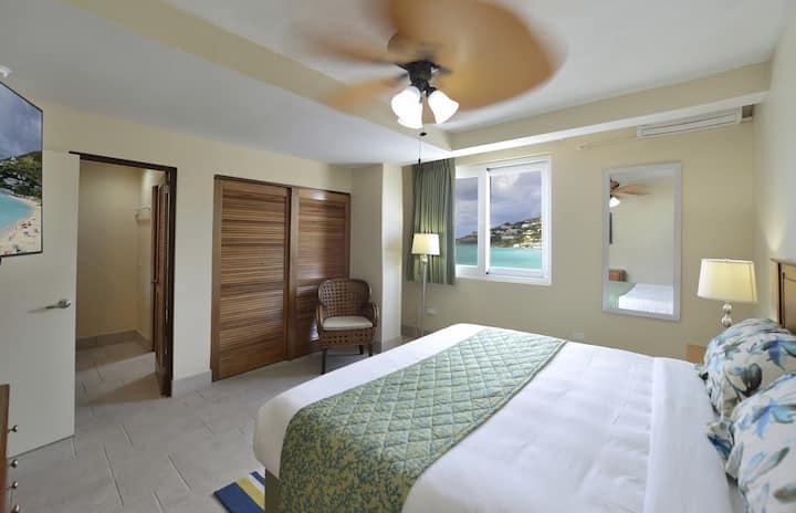 Beachfront Resort, Newly Renovated 1BD Condo!