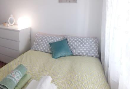 Acogedora habitación doble. Wifi/calefacción/AC.