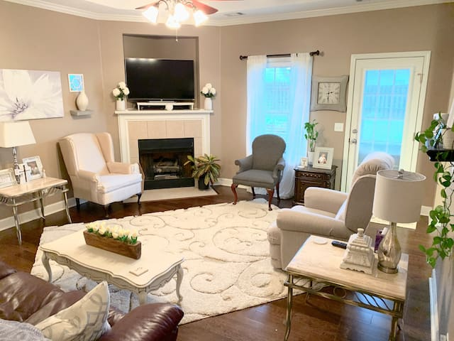 Top Tuscaloosa  Home Clean & Stylish Minutes to UA