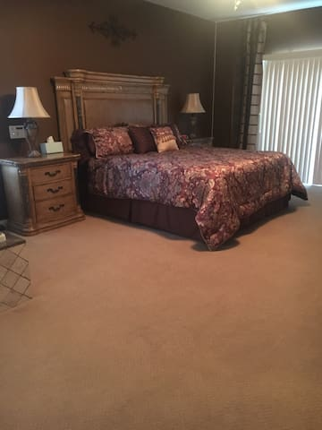 Master Bedroom in Beautiful Home - Thousand Palms - Casa