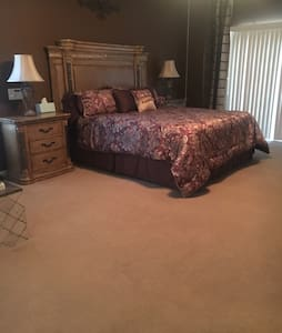 Master Bedroom in Beautiful Home - Thousand Palms