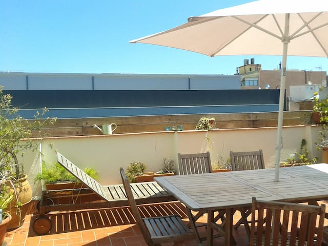 Lovely top floor, PRIVATE TERRACE! - Barcelona - Apartment