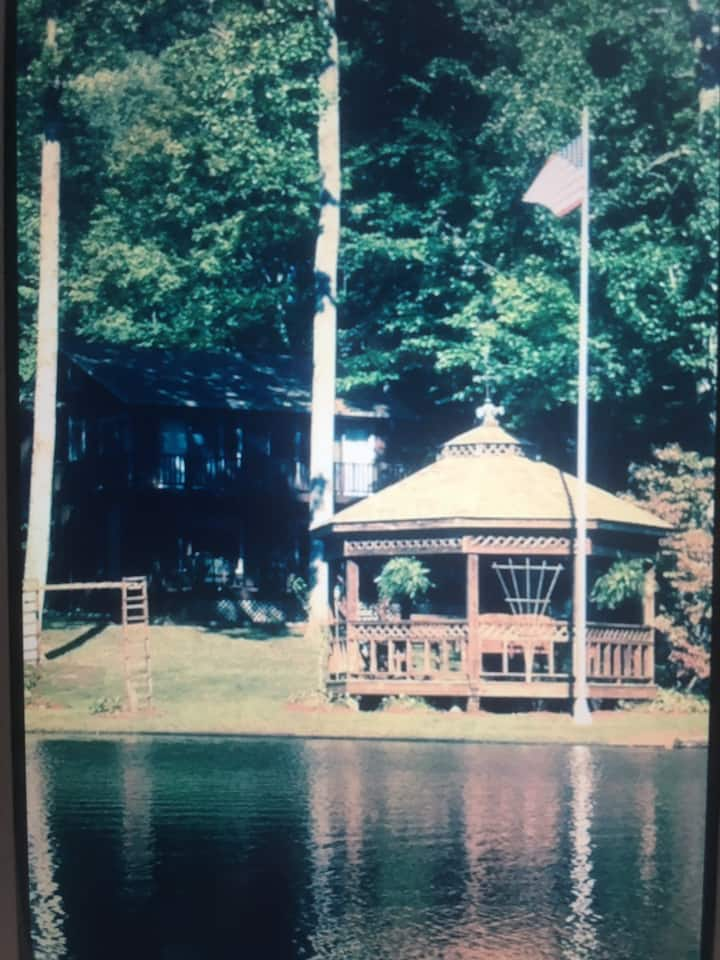 Lake house vibes! Secluded, peaceful, serenity