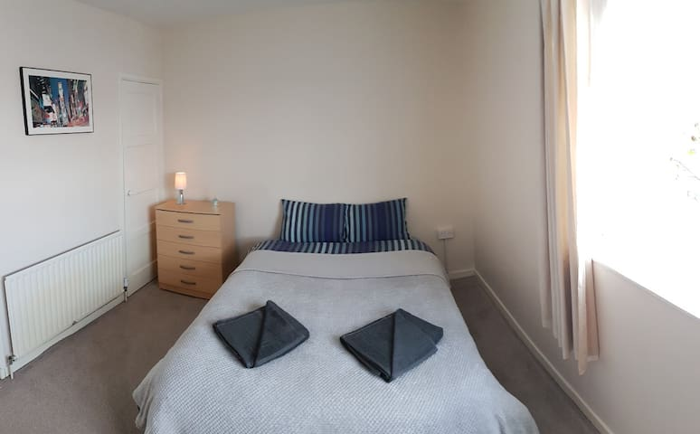 Spacious and quiet double room next to Excel, O2 - London - Hus