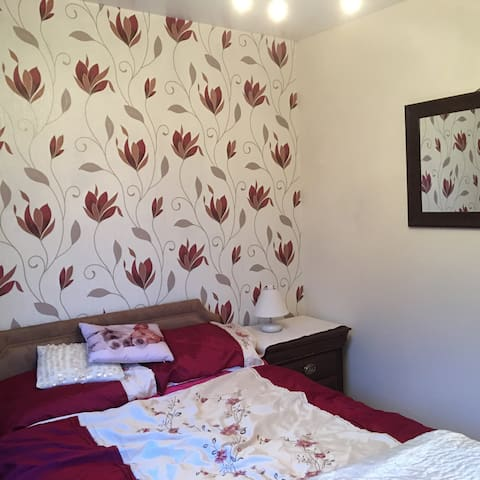 Double bedroom in relaxed home .... - Wrexham - Dom