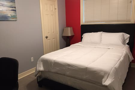 Southern Hospitality: Bedroom 2 in SE Houston