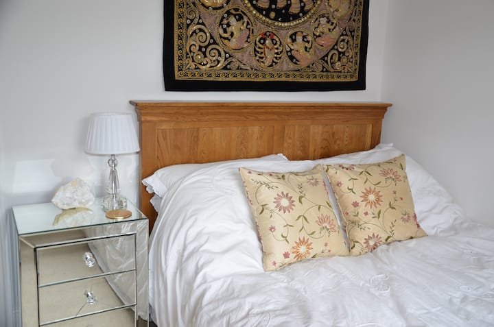 Elegant double room in Bruton town house