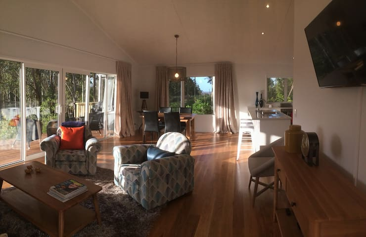 Birdsong - A Relaxing Home for 4, Private Decks - Kerikeri - House
