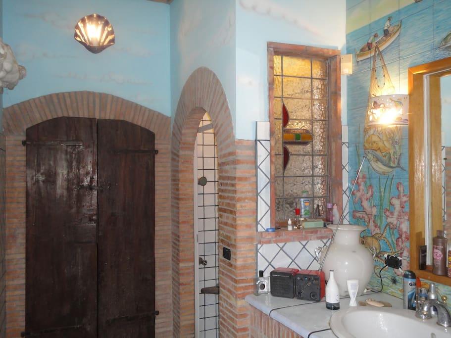 handpaint bathroom