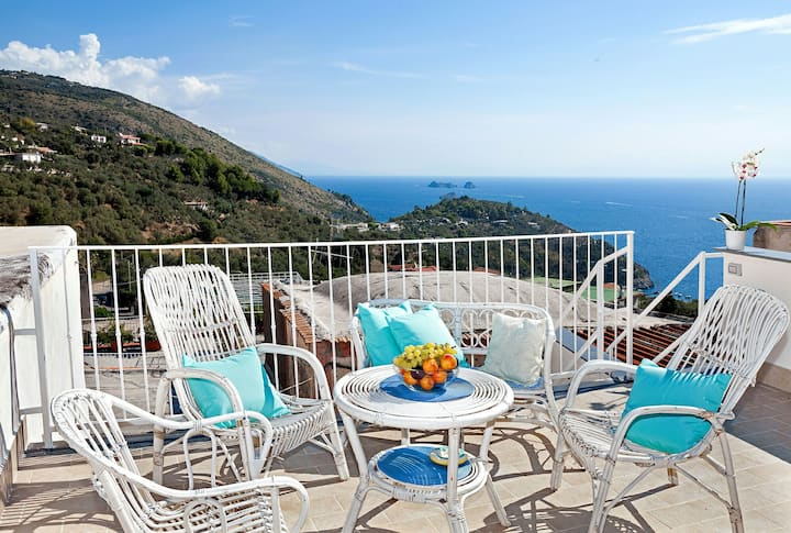 Cosy 2BD apartment 1 mile from the beach Nerano