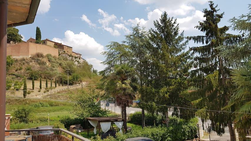Elegante appartamento con giardino in Val D'Orcia