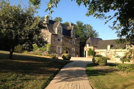 Manoir familial  la Renazaie - Bouillé-Ménard - 城堡