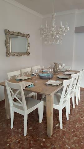 Gastenlounge (eetkamer)