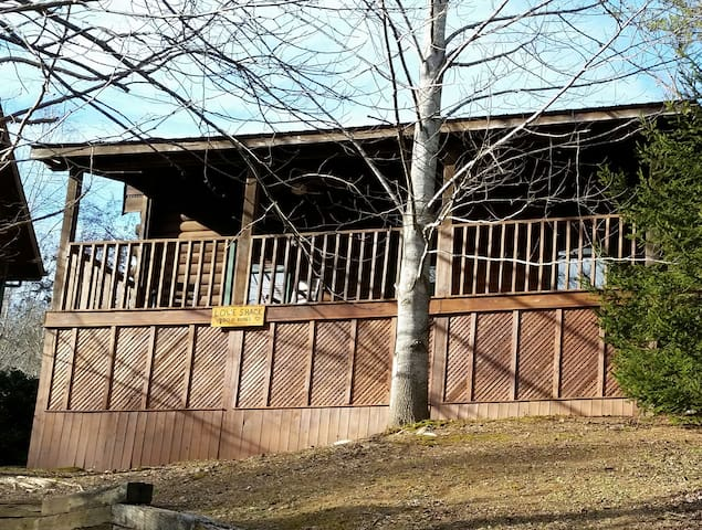 """Love Shack"" a Cozy, Quiet, Clean 1 Bedroom Cabin. - Sevierville"