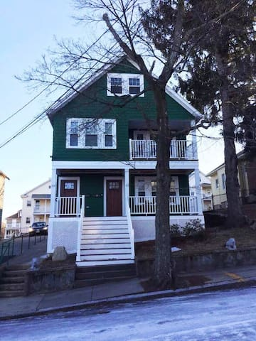 Brighton, MA Guesthouse for rent, Unit 1A (1st Fl)