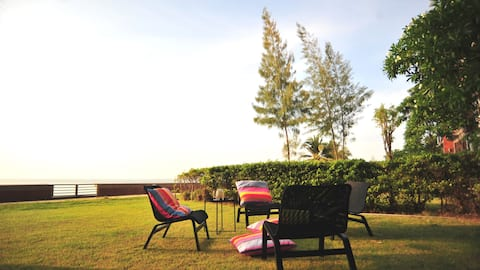 Beach House by the Sea | 20 mins from Pattaya city