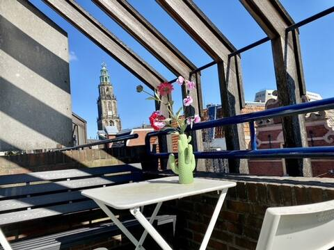 City centre 2p apartment with Martini tower view!