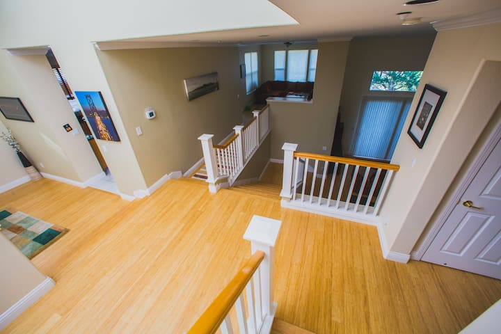 Large Modern Home Minutes from SF - Brisbane - Casa