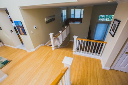 Large Modern Home Minutes from SF - Brisbane - Hus