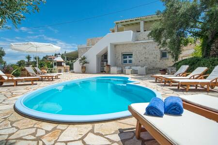 Private, Beachfront Villa with Pool - Gaios