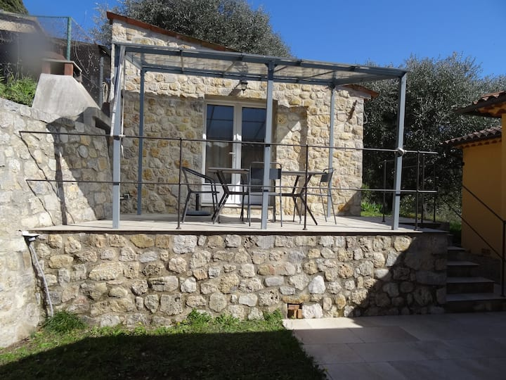 Independent studio between Cannes and Grasse