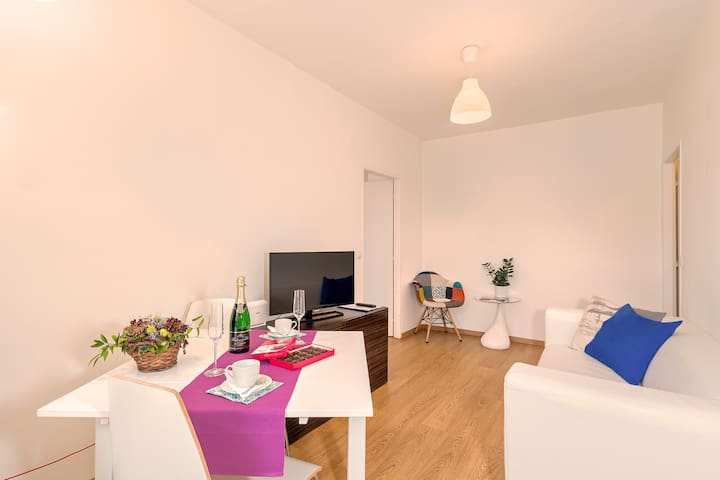 Relaxing 1 Bedroom Apartment 5⭐ Quality Queen bed, Courtyard view (2 Adults)
