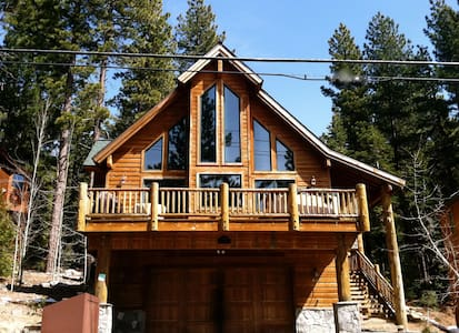 Stunning Lake View Chalet.  Hot Tub, 3BR, 3BA - Ház