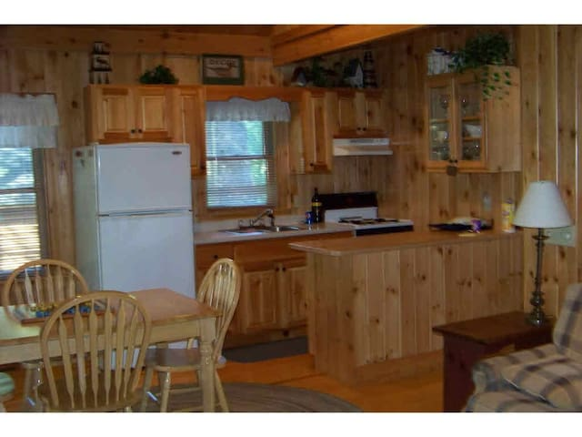 Quiet secluded log cabin - Shapleigh - Rumah