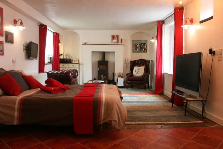 Splendid Quiet Ground Floor Apartment Near the Sea