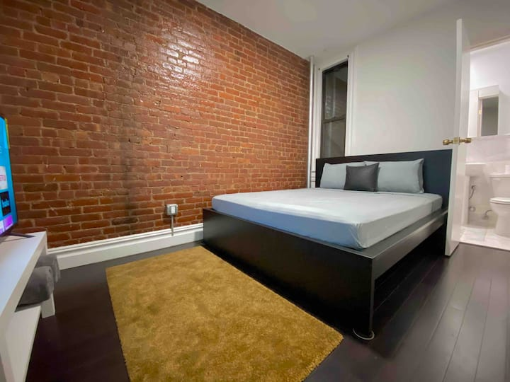 Private Room With Private Bathroom Mins to Midtown