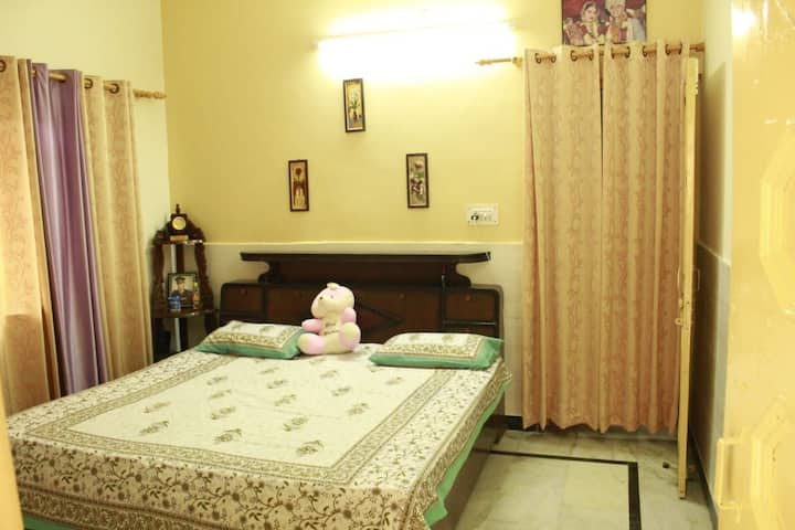 Cozy and relaxing retreat In heart of Dehradun