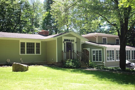 Private room in spacious home - New Paltz