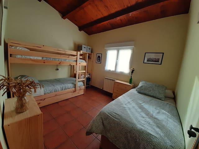 Dormitorio 3. 4 camas de 90.