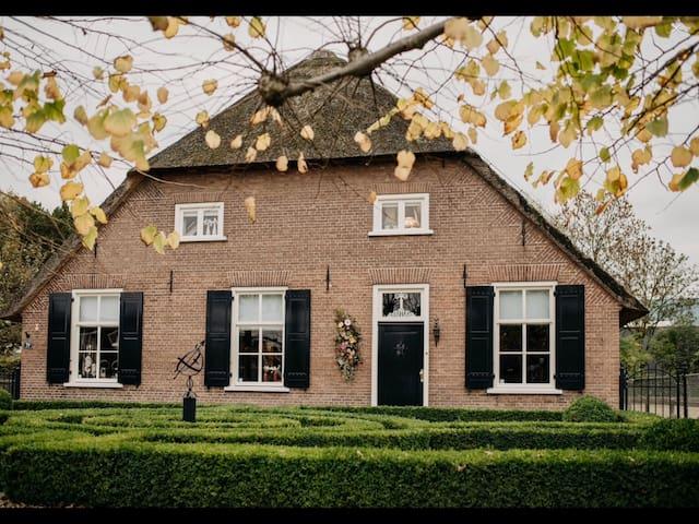 Weurt bij Nijmegen luxe appartement woonboerderij
