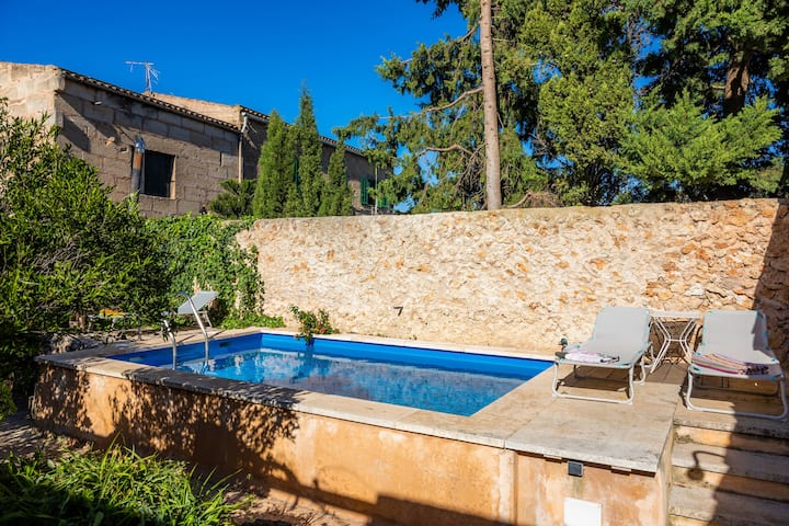 """Holiday Home """"The Stone House"""" with Wi-Fi, Garden, Terrace, Balcony & Pool; Street Parking Available"""